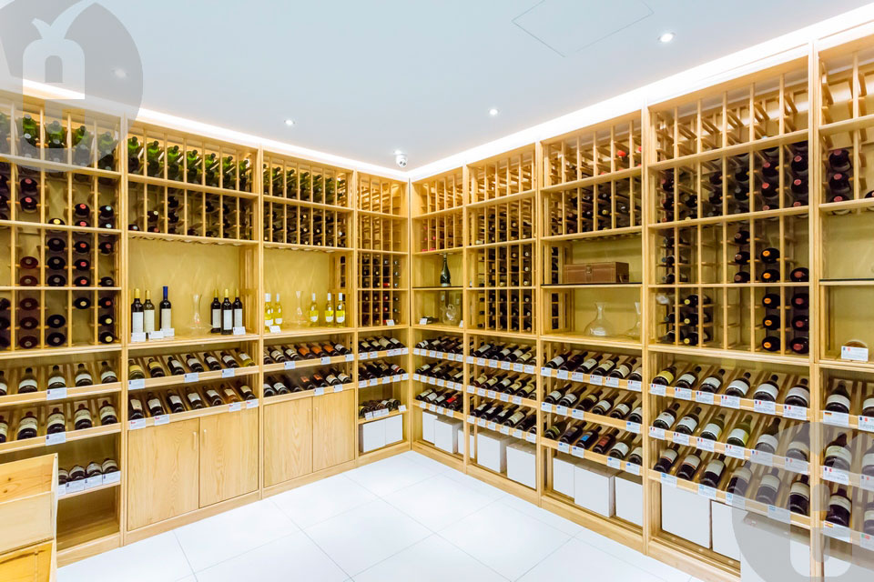 Как подобрать винные стеллажи и комоды из дерева
